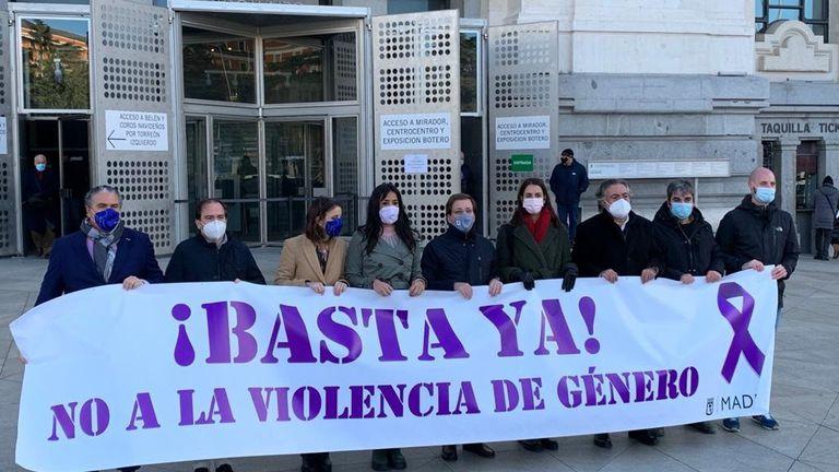 Minuto de silencio en el Ayuntamiento de Madrid por la muerte de Ionela Clincea, asesinada por su pareja en Torrejón de Ardoz el pasado día 31 de diciembre.