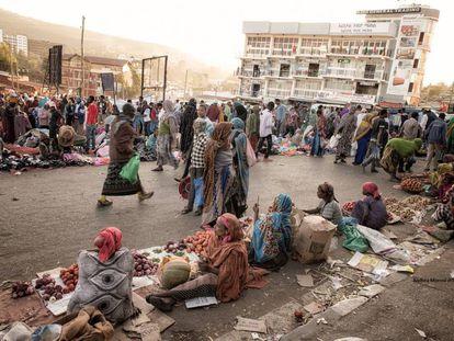 Un mercado callejero en Addis Abeba, Etiopía.