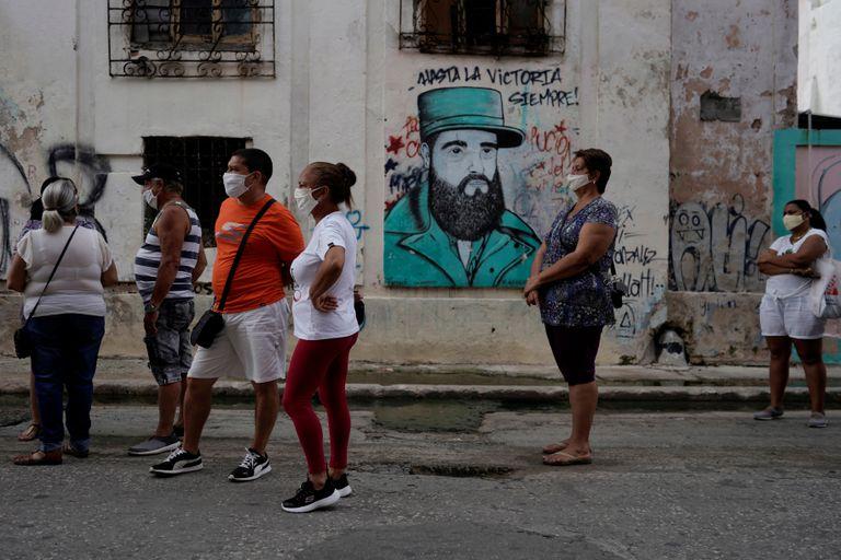 Una fila para cambiar moneda en La Habana, el pasado mes de julio.