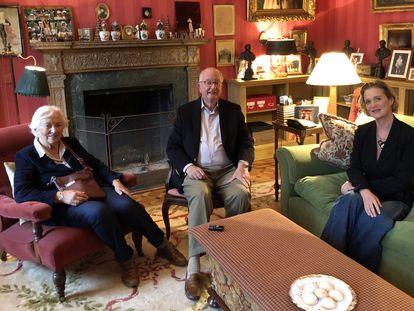 Los reyes eméritos de Bélgica, Alberto y Paola, con Delphine Boël, en el castillo de Belvédére el pasado 25 de octubre.