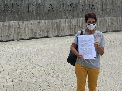 Onalia Bueno, alcaldesa de Mogán, lleva a la Fiscalía las denuncias de agresión sexual y prostitución, este martes.