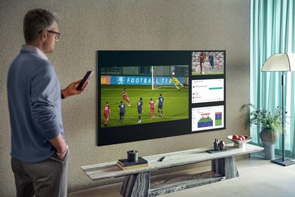 Gracias a la resolución 4K y 8K se puede disfrutar de televisores de gran tamaño a un palmo de la pantalla, que se puede partir hasta en cuatro para disponer de datos adicionales.