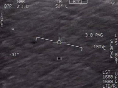 Objeto avistado por pilotos de la Armada, en una captura de un vídeo desclasificado por EE UU en abril.