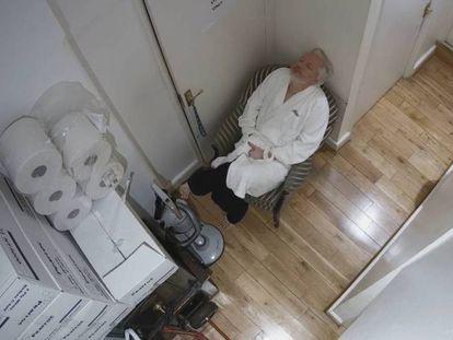 Julian Assange, en una de las grabaciones del espionaje al que fue sometido en la embajada de Ecuador en Londres.