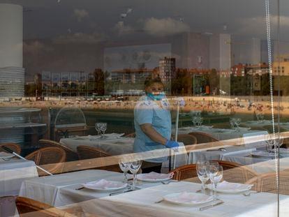 Una trabajadora de un restaurante de Barcelona.