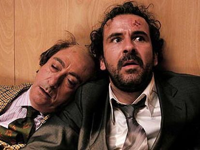 Guillermo Toledo, a la derecha y Luis Varela, en <i>Crimen ferpecto<i>
