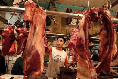 Una carnicería china con carne importada de Brasil.
