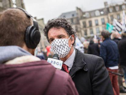 El diputado francés Paul Molac, en una manifestación por la enseñanza del bretón, en abril.