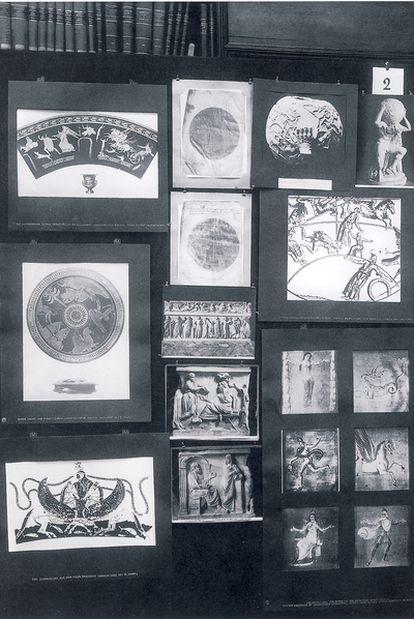 Panel número 2 (&#39;Representación griega del cosmos&#39;) del <i>Atlas Mnemosyne</i> (Akal), de Aby Warburg.