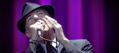 Leonard Cohen durante su segundo y único concierto en España en el Palacio de Deportes.