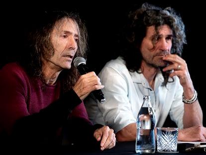 Robe Iniesta e Iñaki 'Uoho' Antón en diciembre de 2019 durante la rueda de prensa en Madrid donde anunciaron la gira de despedida de Extremoduro.