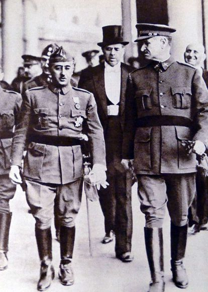 Franco y Queipo de llano, en Sevilla en 1936.