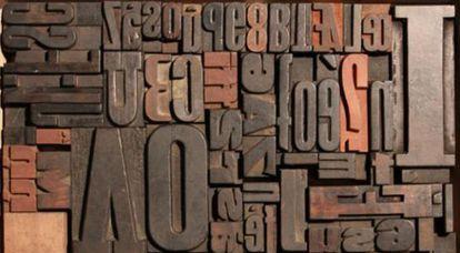 Letras de madera que forman parte de la oferta de Pop Up Store