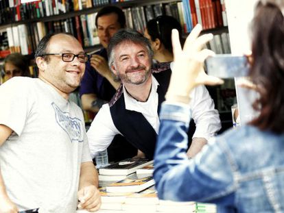El escritor irlandés John Connolly en la Feria del Libro del Madrid