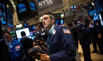 Operadores de Bolsa en el parqué de Nueva York