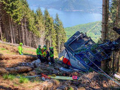 La cabina del teleférico accidentado en el monte Mottarone (norte de Italia) el 23 de mayo. En vídeo, las imágenes del momento del accidente obtenidas por Il Corriere della Sera.