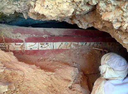 El ataúd del arquero Iqer, en el emplazamiento en el que fue hallado.