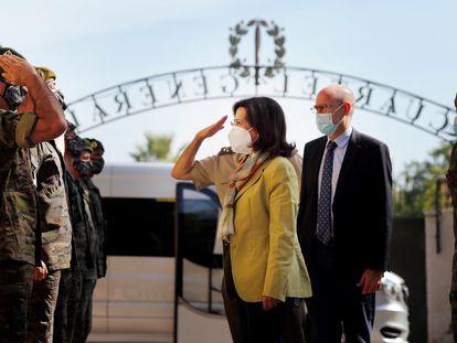 La ministra de Defensa, Margarita Robles, visita la sede del Mando de Operaciones Especiales (MOE) en Alicante para conocer de primera mano la labor realizada por el personal de la unidad durante la operación de evacuación de personal en Afganistán.