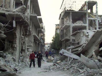 Aspecto de una calle de Homs arrasada en 2012 por la aviación de El Asad.