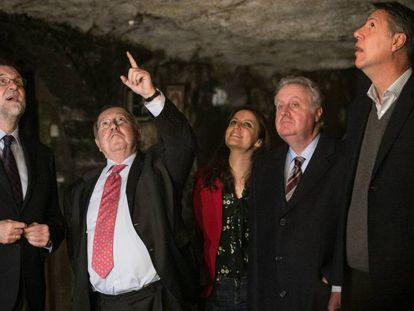 De izquierda a derecha, Mariano Rajoy, José Luis Bonet, Andrea Levy, Pedro Ferrer y Xavier García Albiol, durante la visita.