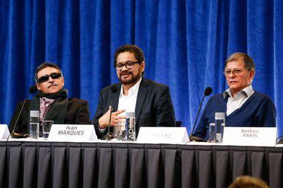 Iván Márquez habla ante la prensa en Oslo el 18 de octubre.