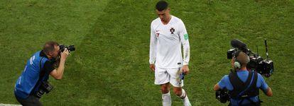 Cristiano abandona el terreno de juego tras caer eliminado con Portugal.