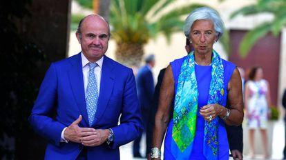 Christine Lagarde y Luis de Guindos, ayer tras su llegada a Valencia.