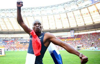 Tamgho celebra su título mundial en el estadio de Moscú el 18 de agosto pasado.