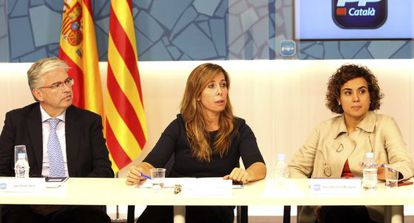Cornet, Sánchez-Camacho y Montserrat durante la reunión de la ejecutiva tras el 9-N.