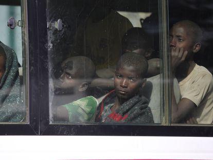 Un grupo de niños secuestrados en una escuela del Estado de Katsina, en Nigeria, liberados por Boko Haram el 18 de diciembre de 2020.