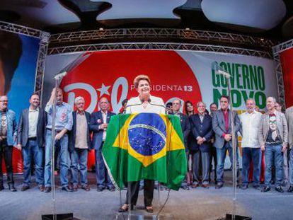 Dilma y parte de su equipo el pasado domingo en una rueda de prensa.