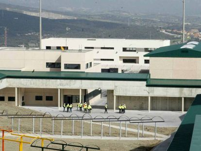 Imagen de archivo de la cárcel de Zaballa (Álava), que ha comenzado a extender el uso de pulseras de control telemático.