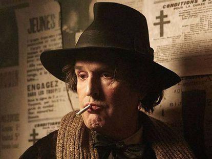 Rupert Everett en un fotograma de La Importancia de Llamarse Oscar Wilde.