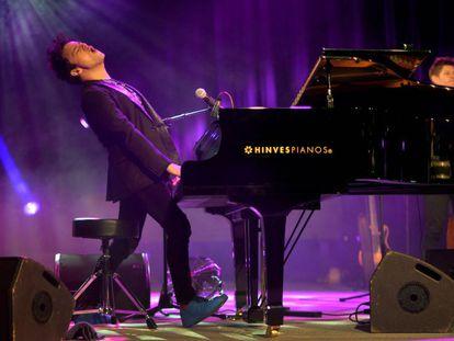 El músico Jamie Cullum, anoche, en el Festival de Jazz de Vitoria.