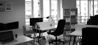 Ocho mosaicos diferentes definen la personalidad de un espacio tranquilo para trabajar