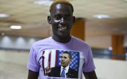 Un inmigrantes africano posa en Tel Aviv.