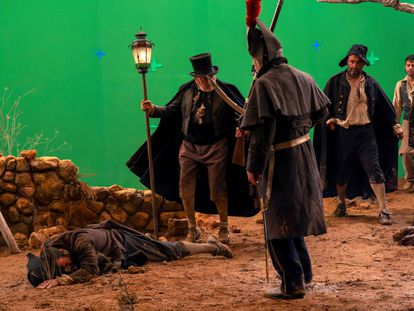 Un momento del rodaje del corto 'Los fusilamientos del 3 de mayo', obra de Carlos Saura, este martes en Teruel.