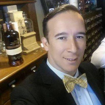 El conductor del vehículo, el abogado Joshua Neally.