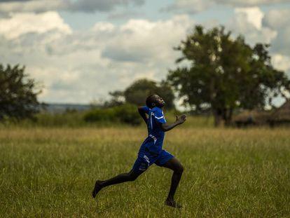 La misión de Harriet: que ninguna niña ugandesa abandone sus estudios