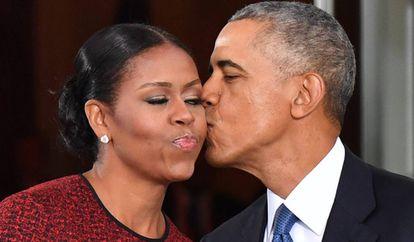 Michelle y Barack Obama, durante la investidura de Donald Trump, en enero de 2017.