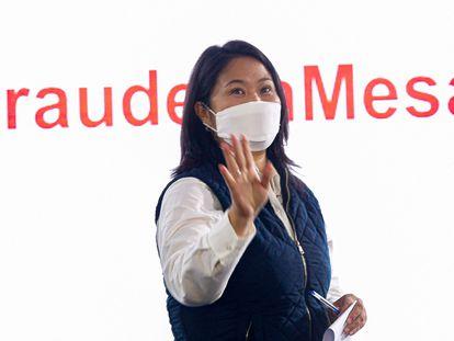 La candidata peruana Keiko Fujimori, durante una conferencia de prensa este lunes, en Lima, en la que denunció un supuesto fraude electoral.
