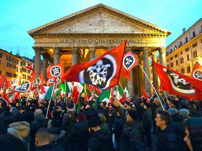 Manifestación del grupo ultra Casapound en Roma el 1 de marzo de 2018.