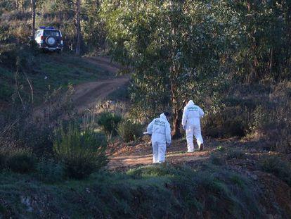 Agentes del Equipo de Inspección Ocular de la Guardia Civil en la zona donde fue hallado el cuerpo de Laura Luelmo.