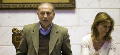 Enrique Crespo, en un pleno del Ayuntamiento de Manises, donde es alcalde.