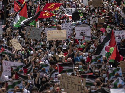 Miles de personas se manifestaban este sábado en Madrid en apoyo de Palestina.