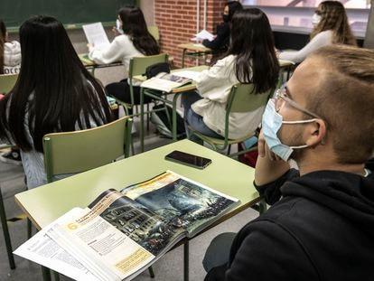 Clase de Historia de España, esta semana, en el instituto público Benicalap, en Valencia.
