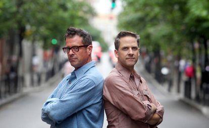 John Convertino y Joey Burns, miembros de Calexico, fotografiados en 2012 en Madrid.