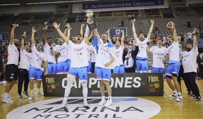 La plantilla del Breogán celebra el ascenso a la ACB y el título de la Leb Oro. feb