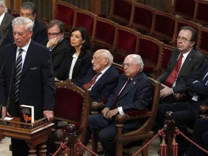 Mario Vargas Llosa presenta la edición conmemorativa del cincuentenario de 'La ciudad y los perros'.