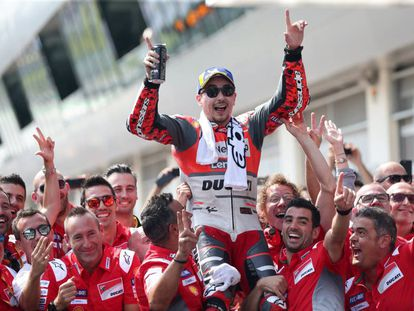 Lorenzo celebra la victoria en Austria, en 2018.